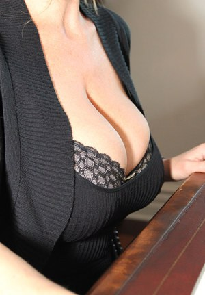 Huge Natural Tits Pictures and Big Boobs Clothed Porn