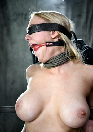 Huge Natural Tits Pictures and Big Boobs Blindfold Porn