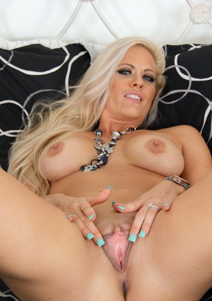 Huge Natural Tits Pictures and Big Boobs Shaved Porn