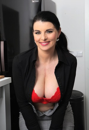 Huge Natural Tits Pictures and Big Boobs Secretary Porn
