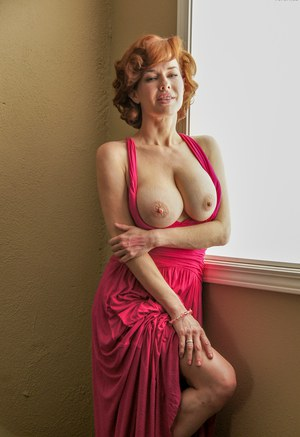 Huge Natural Tits Pictures and Big Boobs Pinup Porn