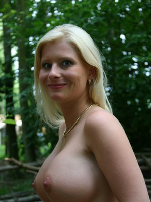 Huge Natural Tits Pictures and Big Boobs Outdoor Porn