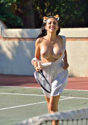 Huge Natural Tits Pictures and Big Boobs Tennis Porn