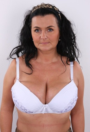 Huge Natural Tits Pictures and Big Boobs Mature Porn