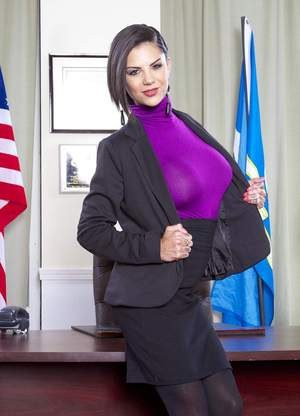 Huge Natural Tits Pictures and Big Boobs Office Porn