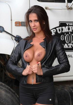 Huge Natural Tits Pictures and Big Boobs Pierced Porn