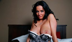 Huge Natural Tits Pictures and Big Boobs Maid Porn