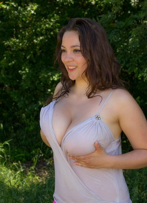 Huge Natural Tits Pictures and Big Boobs Amateur Porn