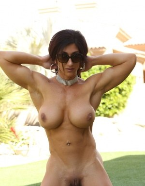 Huge Natural Tits Pictures and Big Boobs Muscle Porn
