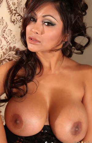 Huge Natural Tits Pictures and Big Boobs Indian Porn