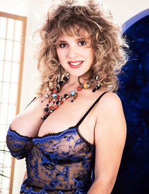 Huge Natural Tits Pictures and Big Boobs Lingerie Porn
