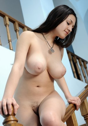 Huge Natural Tits Pictures and Big Boobs Naked Porn