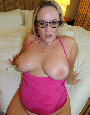 Huge Natural Tits Pictures and Big Boobs Cum On Tits Porn