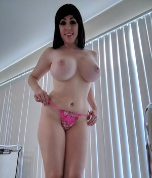 Huge Natural Tits Pictures and Big Boobs Thong Porn