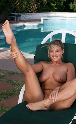Huge Natural Tits Pictures and Big Boobs Feet Porn