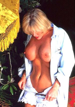 Huge Natural Tits Pictures and Big Boobs Vintage Porn