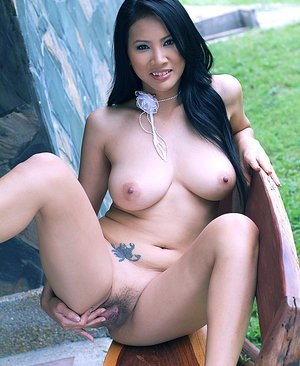 Huge Natural Tits Pictures and Big Boobs Thai Porn