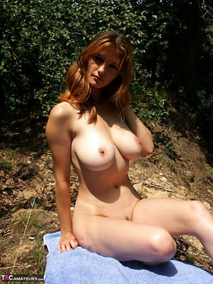 Huge Natural Tits Pictures and Big Boobs Nipples Porn