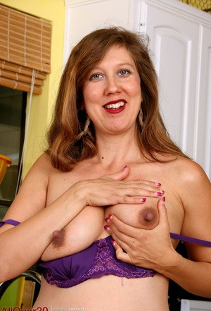 Huge Natural Tits Pictures and Big Boobs Kitchen Porn.
