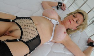 Huge Natural Tits Pictures and Big Boobs Fetish Porn