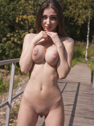 Huge Natural Tits Pictures and Big Boobs Teen Porn