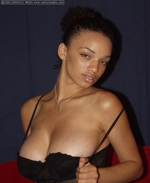 Huge Natural Tits Pictures and Big Boobs Black Porn
