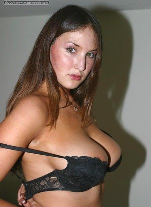 Huge Natural Tits Pictures and Big Boobs Undressing Porn