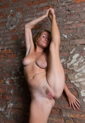 Huge Natural Tits Pictures and Big Boobs Flexible Porn