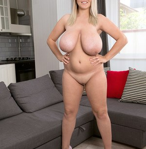 Huge Natural Tits Pictures and Big Boobs Heels Porn