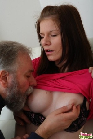 Huge Natural Tits Pictures and Big Boobs Daughter Porn