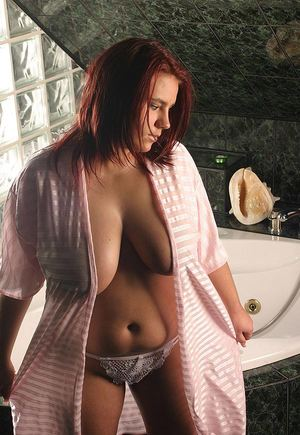 Huge Natural Tits Pictures and Big Boobs Bath Porn