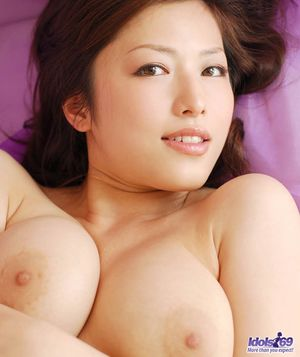 Huge Natural Tits Pictures and Big Boobs Face Porn