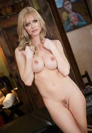 Huge Natural Tits Pictures and Big Boobs Mom Porn